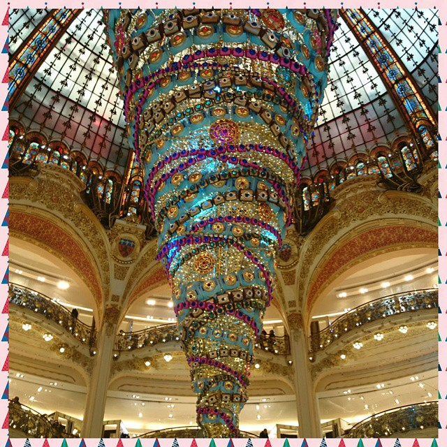 Le magnifique#Sapin des #Galerieslafayette... De toute #beauté.  #christmas #holidays #holiday #winter #instagood #happyholidays  #lights #presents #gifts #gift #tree #decorations #ornaments  #christmas2014 #photooftheday #love #xmas #Paris #christmastree #merrychristmas